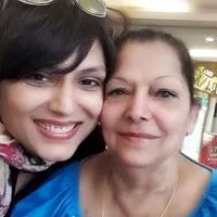 अंजलि मुखी अपनी माँ के साथ