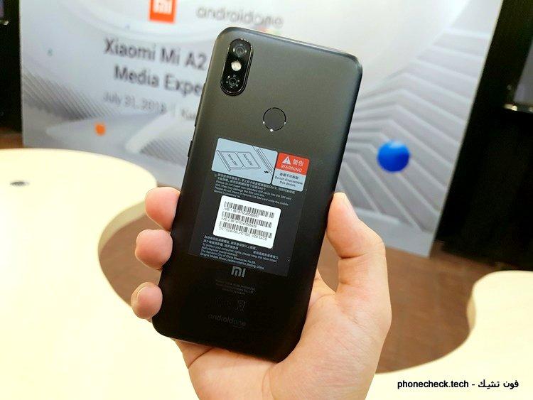 هاتف Xiaomi Mi A2 من الخلف