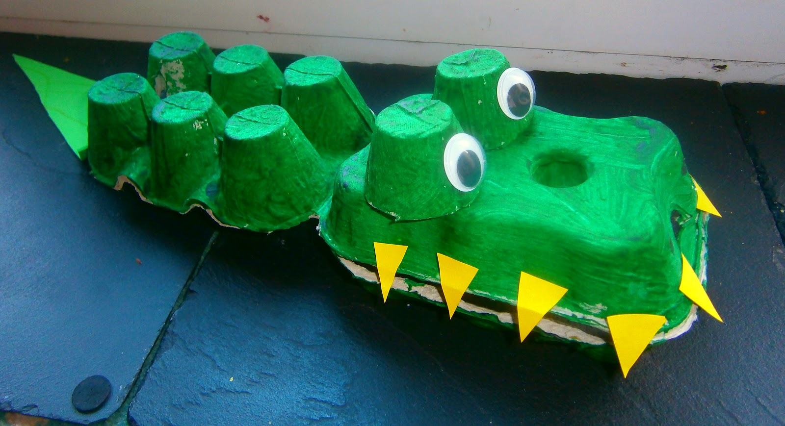 how to make a crocodile mask out of paper