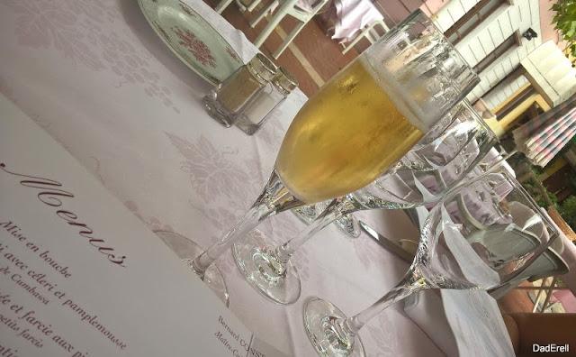 Coupe de champagne au Restaurant Larivoire