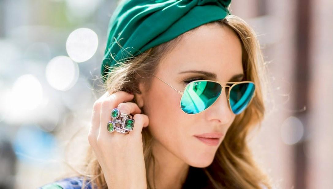 ثلاث طرق لمطابقة أفضل نظارات الشمس لمرآتك الملونة ، ولباسك ومناسبتك.