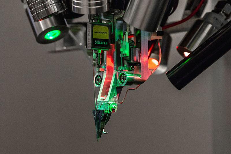 робот-нейрохирург компании Neuralink