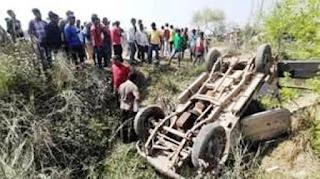 बिहार में हादसा: सीवान में 21 बच्चों से भरी स्कूली वैन नहर में पलटी, 15 घायल, मची चीख-पुकार