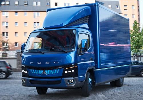 Tinuku Daimler's Mitsubishi Fuso eCanter truck shipped to UPS