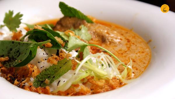 Carrillera de cerdo estofada con curry rojo acompañada con un risotto de coco en la Chusquery Madrid