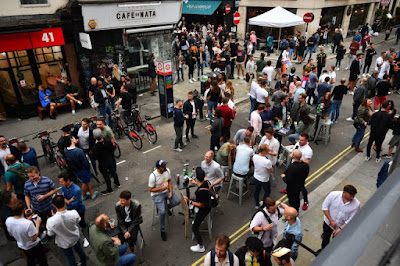 Inggris Membuka Bar Setelah Penguncian