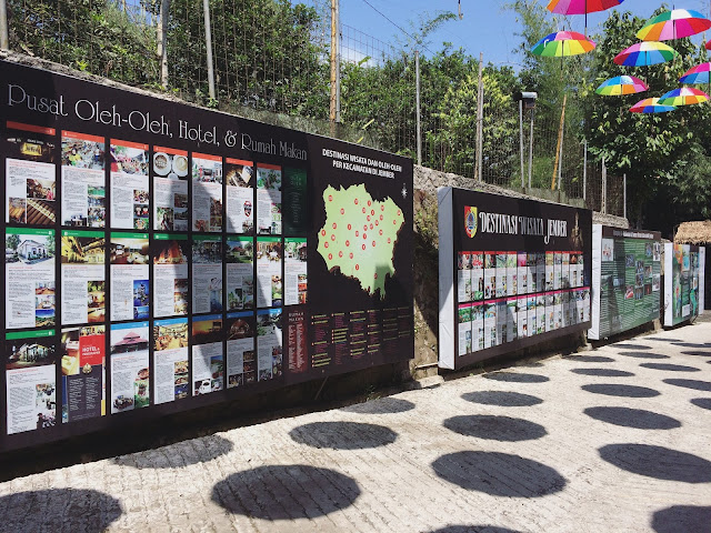Dinding berisi informasi bagi pengunjung Taman Botani Sukorambi