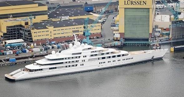 le plus grand yacht du monde s 39 appelle azzam. Black Bedroom Furniture Sets. Home Design Ideas