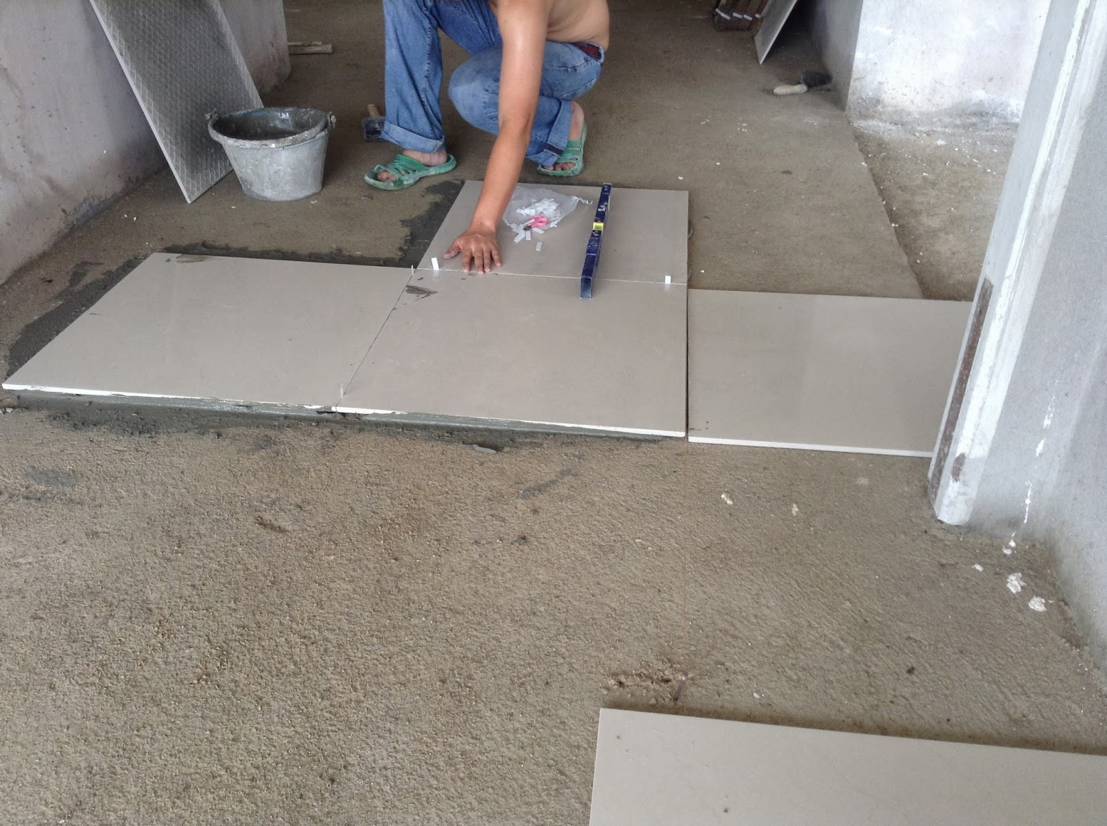 Pemasangan Tiles Dimulakan Dengan 2 X2