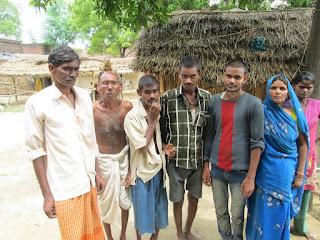 Jaunpur News : जवान बेटों की मौत की भीख मांग रहा बेबस पिता