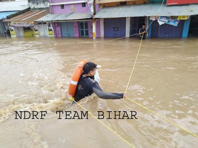 हिन्दी न्यूज़ : बिहार में एनडीआरएफ का बाढ़ राहत एवं बचाव ऑपेरशन जारी, आठ हजार से अधिक लोगों को सुरक्षित निकाला.