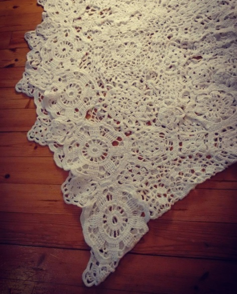virkattu häämekko, crochet wedding dress, doilies