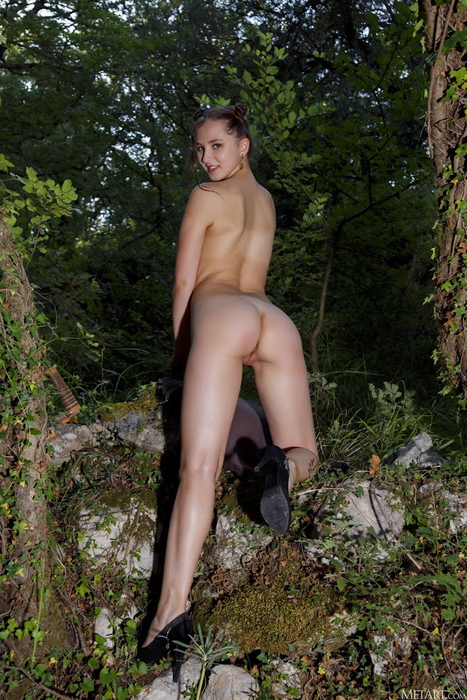 [Met-Art] Ava - Country Woman