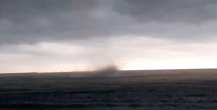 Απίστευτος υδροστρόβιλος στην Γένοβα της Ιταλίας (video)