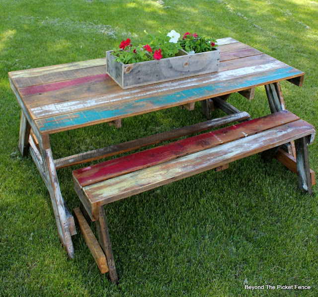 pallet furniture, pallet wood, picnic table, salvaged wood, summer entertaining, outdoor furniture, rustic, http://bec4-beyondthepicketfence.blogspot.com/2016/06/pallet-picnic-table.html
