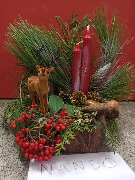 Centro navideño con un reno