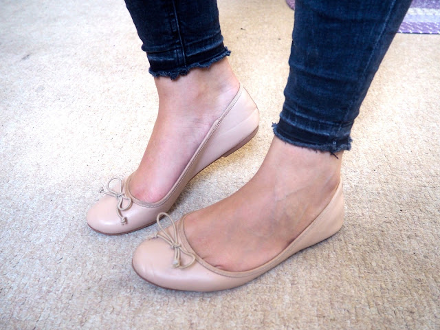 Rapunzel Disneybound outfit shoe details of nude ballet flats with ripped hem grey skinny jeans