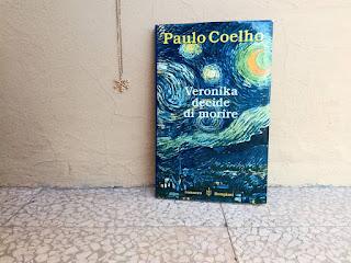 Veronika decide di morire Paulo Coelho recensione felice con un libro