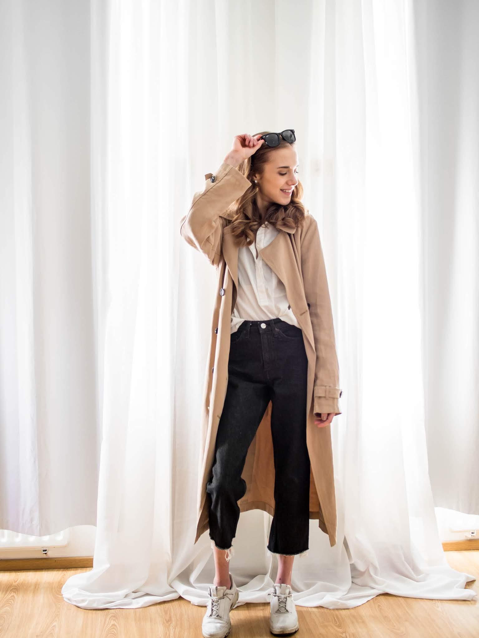 Asu liehuvan trenssitakin kanssa // Outfit with a flowy trench coat