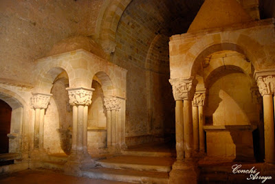 Imagen que muestra los dos templetes en el interior de la iglesia de San Juan de Duero en Soria