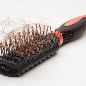 20 سبب من أسباب تساقط الشعر و طرق علاجه منزلياً