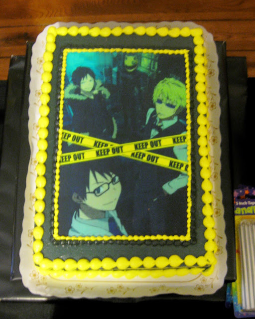 This is a Durarara!! themed birthday cake made with edible paper.