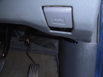 Toyota-Yaris-Bonnet-Unlock