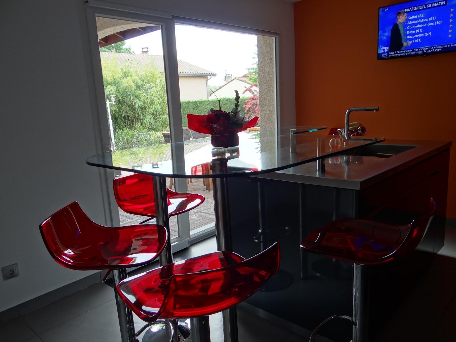 beautiful coin repas discret en verre transparent qui laisse passer la lumire et nuattire pas le. Black Bedroom Furniture Sets. Home Design Ideas