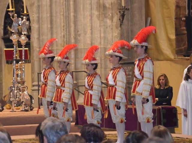 Seises bailando Catedral de Sevilla