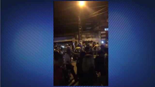 Tocha Olímpica é apagada por Manifestantes em Angra dos Reis/Rio de Janeiro