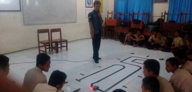 Workshop Robotika di SMK Negeri 1 Nglegok