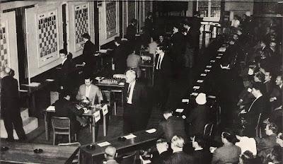 Aspecto de la sala de juego durante la segunda ronda del Torneo Internacional de Ajedrez Zúrich 1961