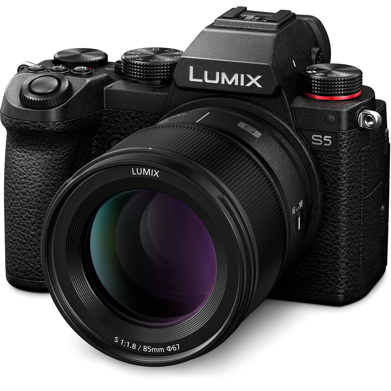 Объектив Panasonic Lumix S 85mm f/1.8 с камерой Panasonic Lumix S5