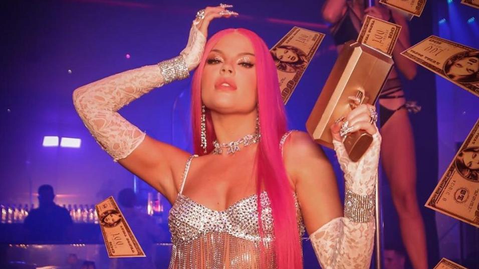 """""""Braba"""" se tornou o primeiro single solo da cantora a atingir o topo do Spotify Brasil e, não contente, surgiu também entre as mais ouvidas da plataforma no mundo."""