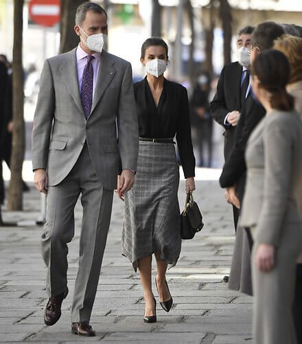 Queen Letizia wore a black v-neck silk shirt from Sandro, and pointed-check wool skirt from Massimo Dutti