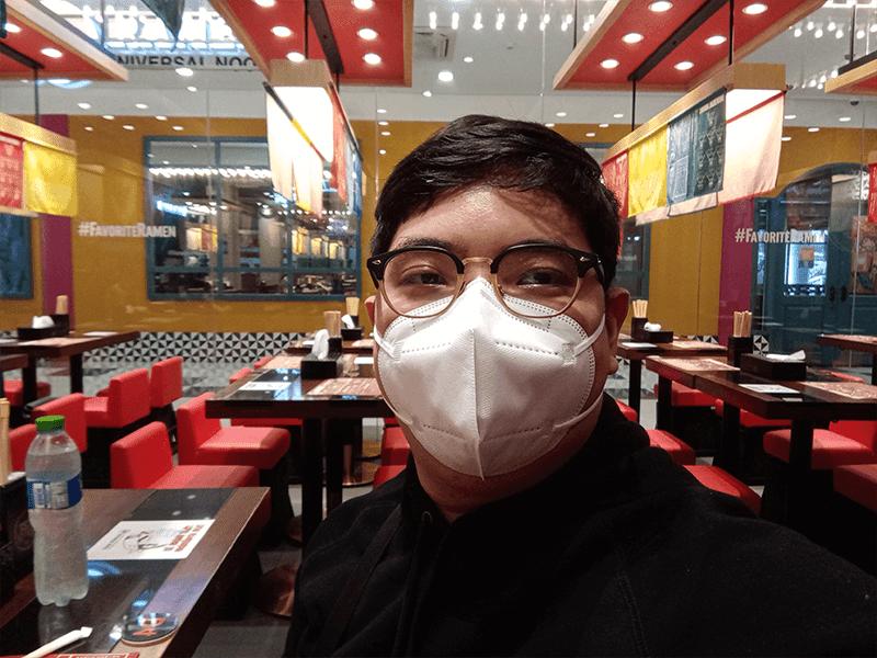 Huawei Y6p selfie indoors