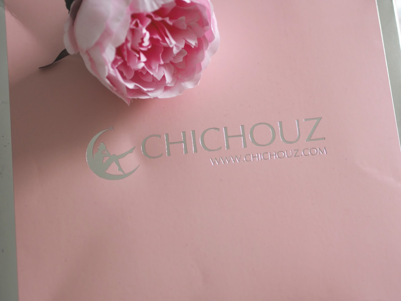 Silk pillowcase from Chichouz for better skin and hair \ beauty \ skincare \ Priceless Life of Mine \ 40 plus lifestyle blog
