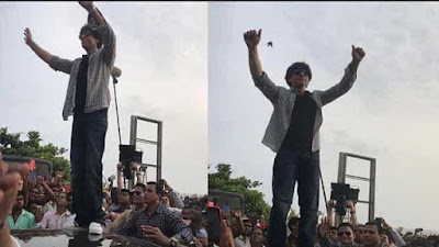 Shahrukh Khan standing on the Car and gives greeting among fans out side Mannat