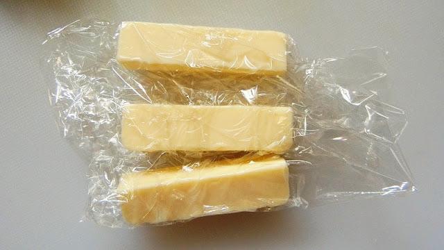 バターをラップに包む