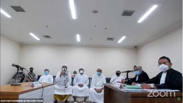 Kewenangan Hakim dan Panggilan 'Habib' ke Terdakwa Rizieq Shihab
