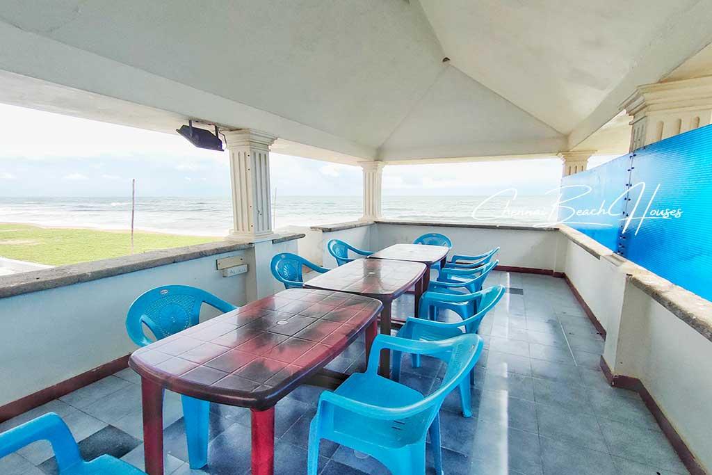 beach villa in ecr for party