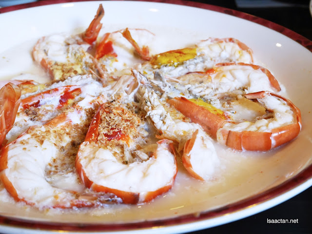 Steamed Fresh Water Prawn with Golden Garlic and Egg White