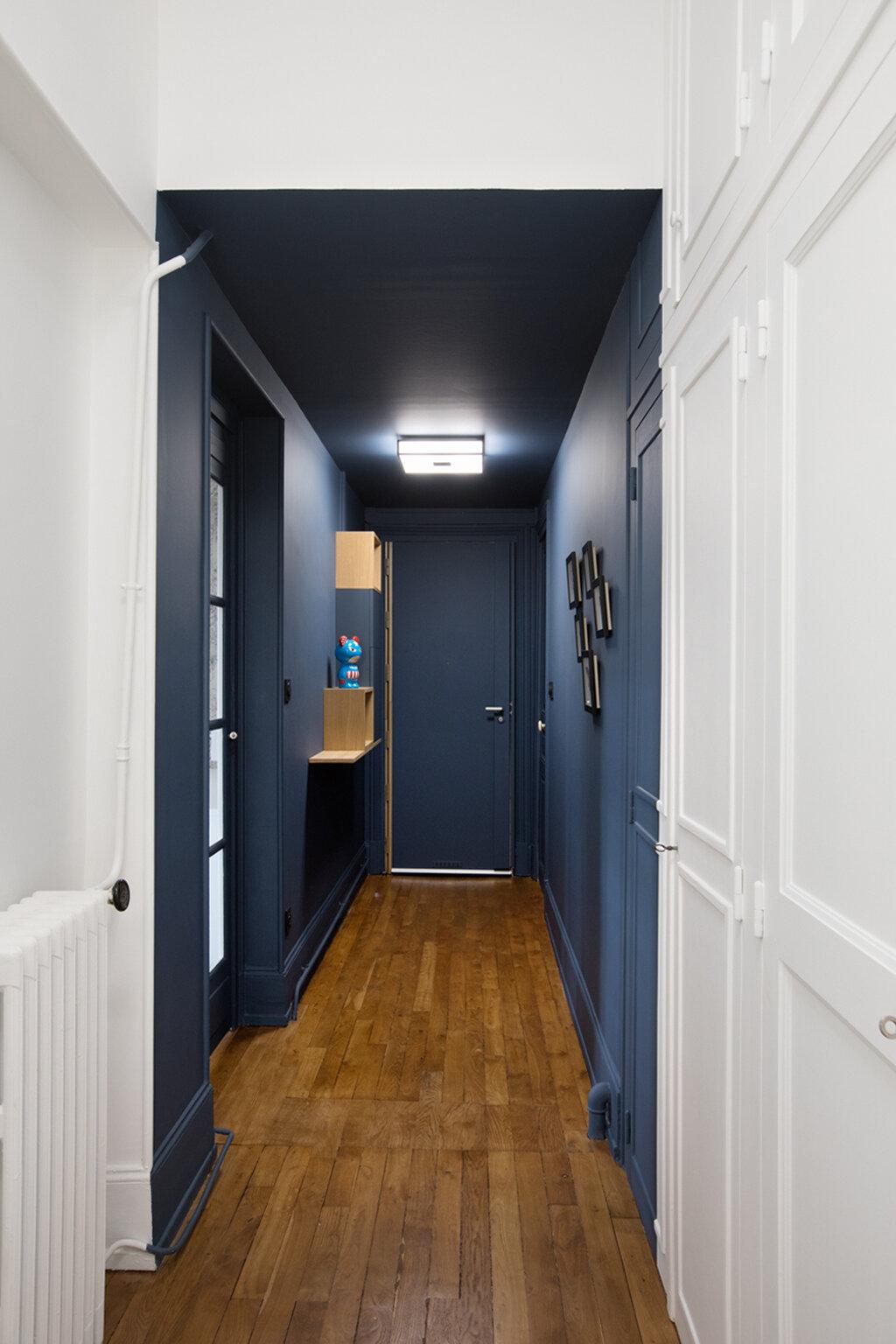 ilaria fatone - un couloir en bleu