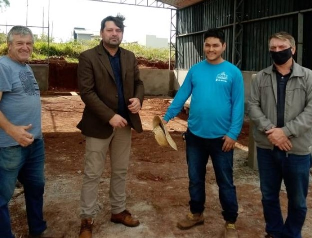 Quedas do Iguaçu: Prefeito Elcio Jaime visita futuras instalações de nova metalúrgica