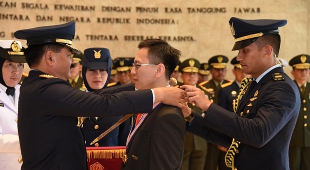 Mantan Kasal Singapura Dianugrahi Bintang Jalasena Utama