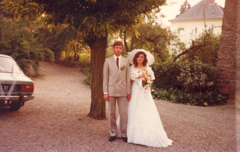 50 Beautiful Wedding Snaps of Couples From the 1980s