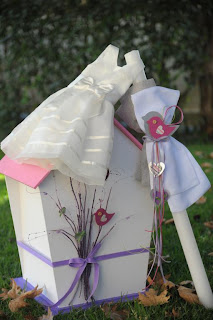 ξύλινο κουτί λευκή λαμπάδα βάπτισης κοριτσάκι