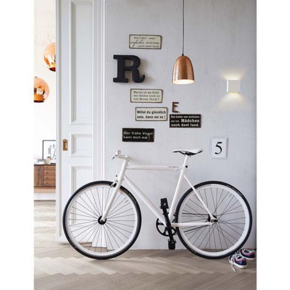 Recibidor con bicicleta