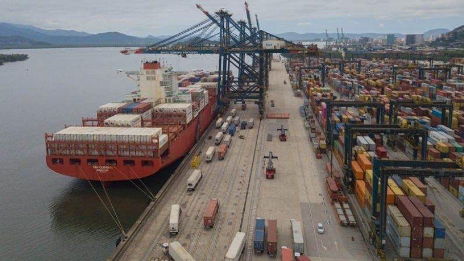 Governo proíbe a entrada de tripulantes de navios no Brasil