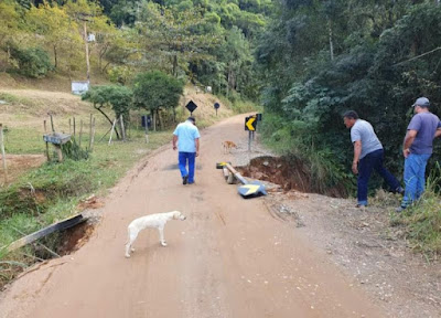 Moradores reclamam da situação precária da rodovia SP-165 entre Iporanga e Apiaí
